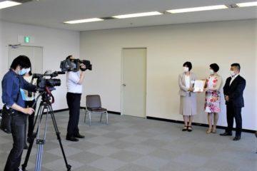 山口県教育庁で贈呈式